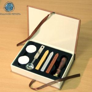 набор сургучный в подарочной упаковке (сургуч, ложечка, пломбир, 2 свечи)